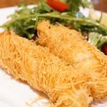 ラ ブォナ ヴィータ - 白身魚のカダイフ包み揚げ トマトとルーコラのケッカソースサラダ