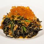 ラ ブォナ ヴィータ - うにとずわい蟹いくらをのせたいかすみを練り込んだタリオリーニ(+300円)