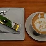 51675303 - 『抹茶のティラミス』(400円)と『カフエラテ(トトロ)』(400円)~!セットで 50円引~♪(^o^)丿