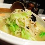 麗江 - 野菜たっぷり湯麺
