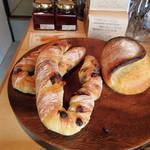 ドングリー コーヒースタンドと暮らしの道具店 - 店内ではCHERISHのパンも販売(2016.5月)