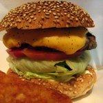 ビッグスマイル - ベースバーガー650円+チーズ100円=チーズバーガー
