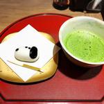 51682982 - 抹茶と主菓子