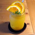 ユナイテッドカフェ - オレンジマンゴーソーダ(税別\700)