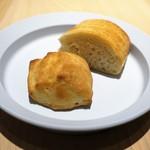 ビス トリス - ローズマリーのプチパン、プレーンのパン