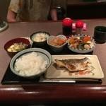 料理とお酒 ちどり - 本鯛焼魚定食750円