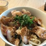 51694149 - チキングリル丼と玉ねぎスープ