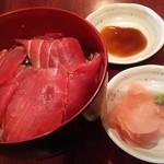 おふくろの味 みゆき - まぐろ丼 700円(みそ汁付き)