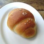 51696335 - タバーンの塩パン。