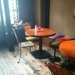 カレー屋バンバン - テーブル席