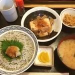 北陸料理しんえつ - しらす丼定食は、肉豆腐付。しらすもたっぷりでカルシウム補充出来ました(^○^) ご馳走様でした。