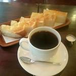 珈琲大使館 - 『バタートースト』¥100-と『ブレンドジャンボ』¥520-