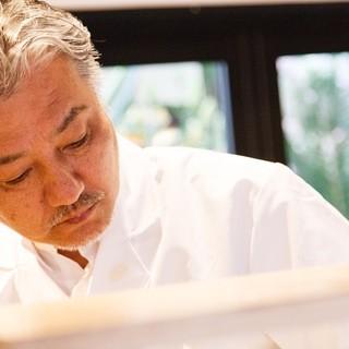 寿司職人がカウンターで教える「寿司体験」プランもあり
