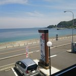 白木海岸のレストラン - カウンター席から見えるオーシャン・ビュー