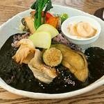 51709772 - 大和野菜の黒米黒カレー