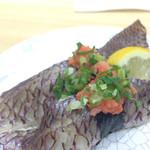 51711546 - 真鯛の皮の湯引き寿司