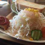 夢猫 - 山盛り野菜サラダにコロッケの♡ケチャップが可愛い(^_^)