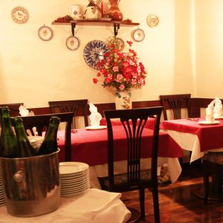 ヨーロッパのレストランを思わせる優雅な店内でお食事を♪