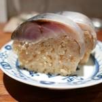 燕 - 鯖寿司(800円)