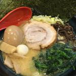 松壱家 - 醤油豚骨ラーメン500円(松壱の日価格) 味玉はクーポンで無料♪( ´▽`)