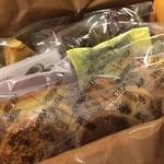 コンディトライ・SIEBEN - 同店の焼き菓子の盛り合わせ。フィナンシュやクッキー、ダックワーズなどなど、同店の人気商品を盛り込んだ豪華な内容になっています(*´-`*)