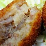 葉山旭屋牛肉店 - 小ぶりな小判型で甘みのあるポテトに挽肉入り皮はパリッとサクサク