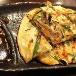和伊菜わいな - ・ニラと桜海老のチヂミ風お焼き