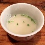かわ屋 - 締めのスープですといただいたこちらのスープ。       鳥白湯て感じの優しいスープ。