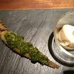 51733424 - 深海魚メヒカリに紫蘇バジルソースと水牛のチーズ醤油浸け!くきわさびと。