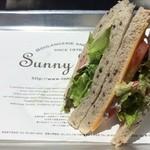 サニーサイド - ペッパーハム&チーズのたっぷり野菜サンド