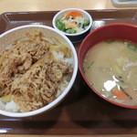 すき家 - 牛丼とん汁おしんこセット並490円