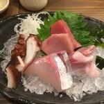 お銚子もん - お刺身3点盛り(1点サービス)