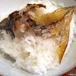 ひもの あん梅 - 「あじひもの定食」鯵の干物をご飯に乗せて