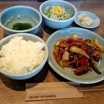 隆麺 - 本日の日替ランチ  850円 豚肉のコチュジャン炒め、ご飯、スープ、サラダ、漬物付き