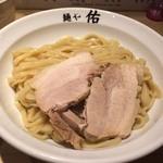 麺や佑 - 太めの平打ち麺です☆チャーシューもうまい!