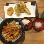 オリーブ天ぷら 玉衣 - あなご丼と野菜天4品