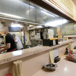 サッポロ - カウンター席、厨房。