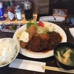 洋食屋グリルCoCCo - Bセット 900円    (粗挽きハンバーグ、魚フライ、ヒレカツ)