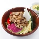 Edit!table - お肉たっぷり!厳選野菜のマウンテンサラダ