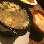 鉄板バルサンパチキッチン - 海老のアヒージョ