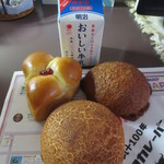 51748472 - 三色パン&レモンパン&丸十100周年ビーフカレーパン&おいしい牛乳