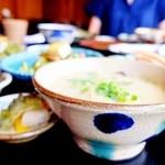 琉球料理 ぬちがふぅ - 器はやちむん(沖縄の陶器)。こちらはやちむんの里北窯・宮城正亨工房の茶碗。