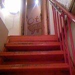 オトラ - むちゃくちゃ急な階段…ちょっとコワイです。