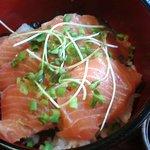 巴里 - サーモン刺身丼