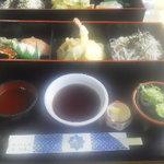 5176179 - チップ寿司とそばと天麩羅のセット。