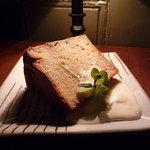 フォニックフープ - 本日の自家製ケーキ(メープルシフォンケーキ)♪