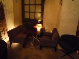 フォニックフープ - 地下はゆったりできるソファ席になっています☆