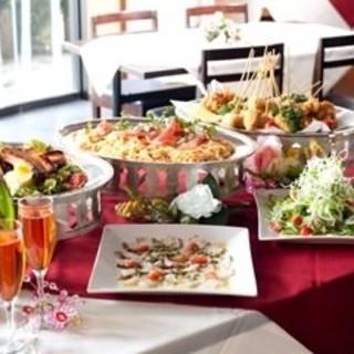 素材にこだわった料理と豊富なドリンクで楽しいひとときを。