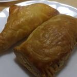 王様の工房 - 料理写真:左:アップルパイ 右:チョコパイ