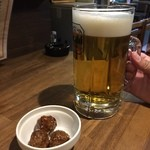 51770962 - 《メガ生ビール》500円                       18時までに入店の客は1杯限定で                       2016/6/2